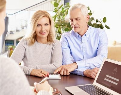 How to Help Older Adults Manage Their Money in Lincoln